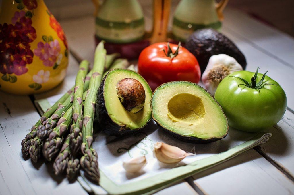 avokádo a zelenina 2 1024x682 - Léčebné účinky avokáda