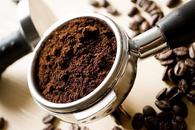 káva hnojení domácí růže - Způsoby, jak vytvořit domácí hnojivo pro růže. Hnojiva takto vyrobena jsou levná a organická