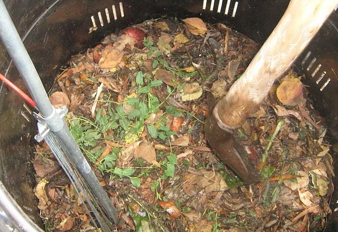 kompost wikipedia.org  1 - Naučíme vás nejjednodušší start v kompostování a vaše zahrada ožije