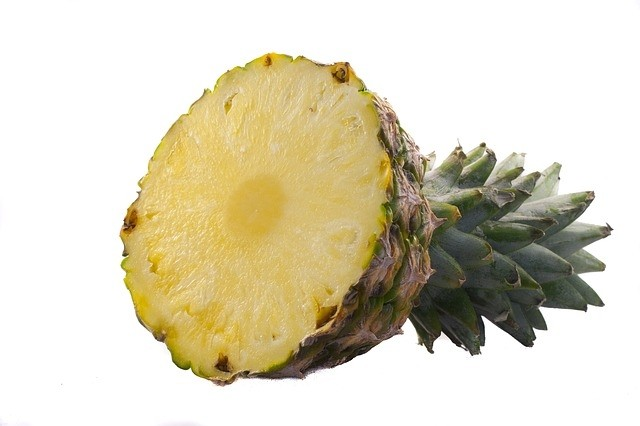 ananas porcovaný - K vypěstování vlastní ananasové rostliny, potřebujete jen čerstvý ananas z obchodu