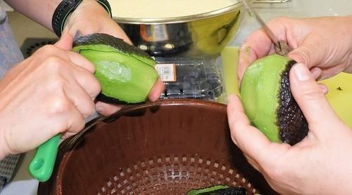 přezrálé avokádo - Nevyhazujte přezrálé avokádo. Může se využít do mnoha receptů