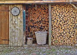 drevo 2 - Jak dobře uskladnit dřevo, aby bylo v suchu