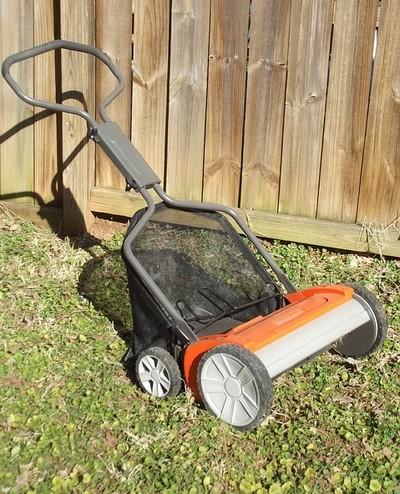 tráva - Co je důležité udělat na podzim, aby trávník dobře přečkal zimu