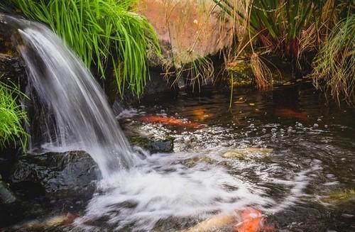 vodní prvky - Romantika v zahradě? Vykouzlí ji vodopád