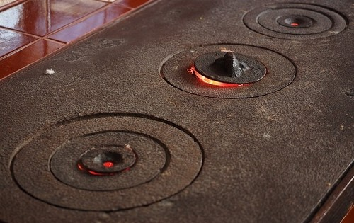 kamna - Moderní vybavení zahradního domku či chalupy – kachlový sporák