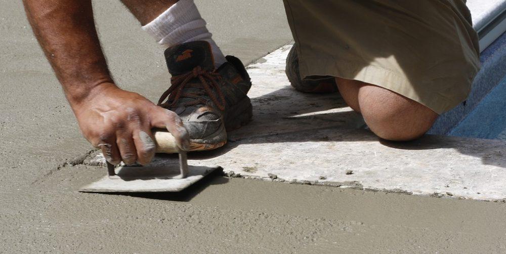 stěrka - Betonová stěrka jako ideální povrch pro zahradní kuchyni