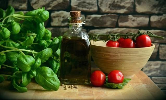 rajčátka - Proč se rajčata sklízejí se stopkou? Mohou za to Italové