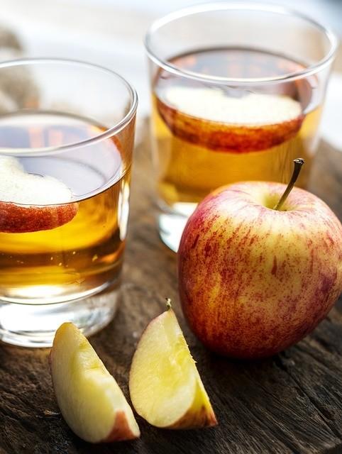 jablecny ocet - Nevíte, co s letními jablky? Udělejte si jablečný ocet