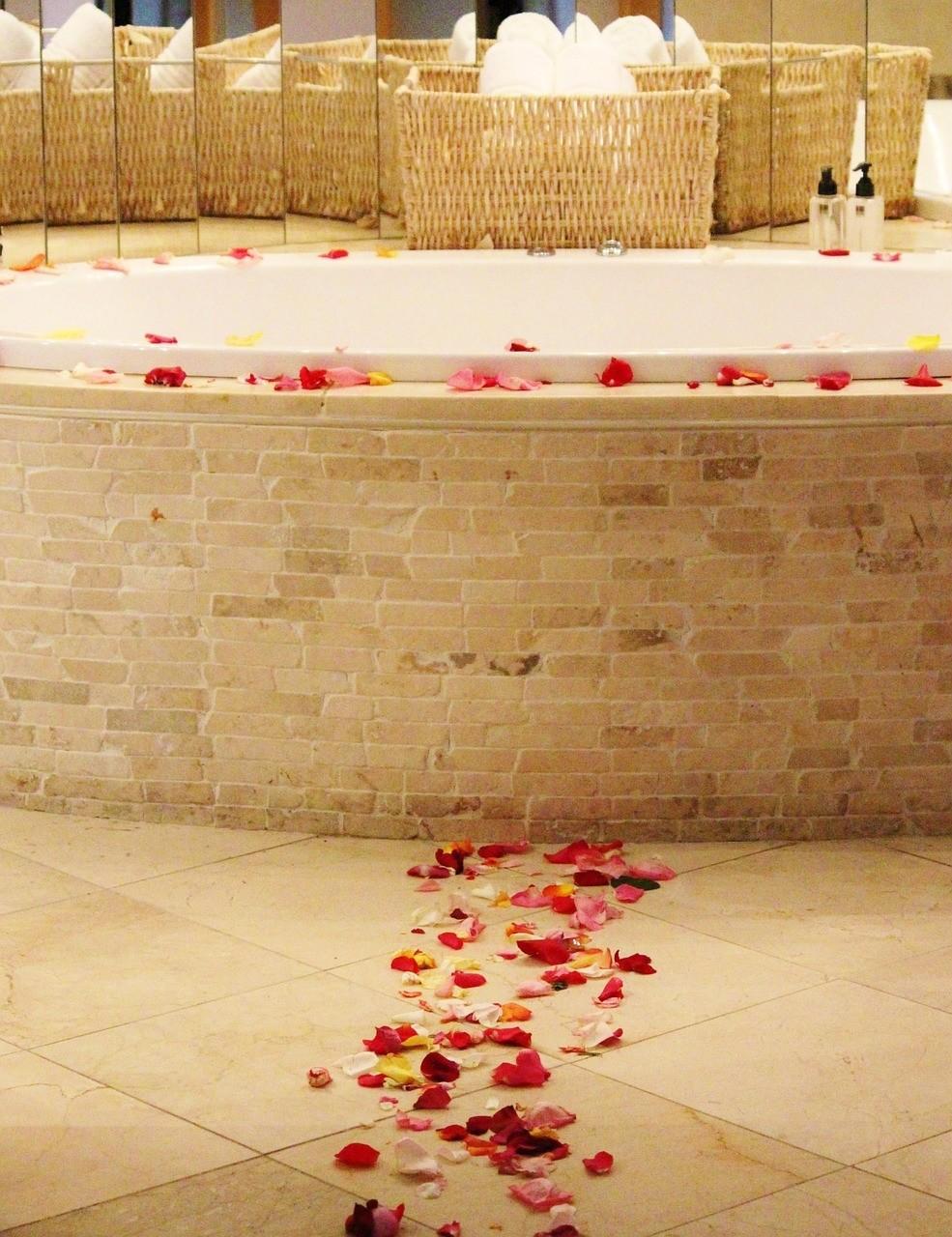 listky ruze - Růže: Královna květin má léčivé i zkrášlující účinky