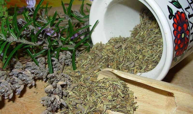 provensalske koreni - Provensálské bylinky vlastní výroby. Jakou bylinku do nich velkoproducenti zapomínají přidávat