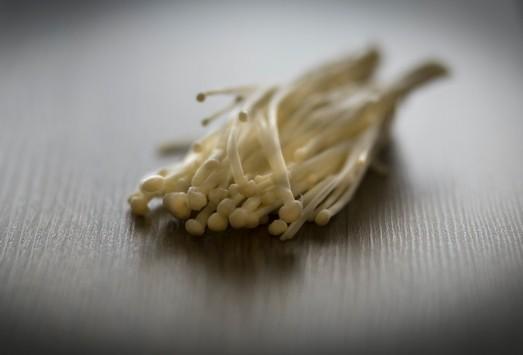 penizovka sametonoha - Hlíva, shiitake a enoki: 3 houby, které skvěle chutnají, ale zároveň i léčí
