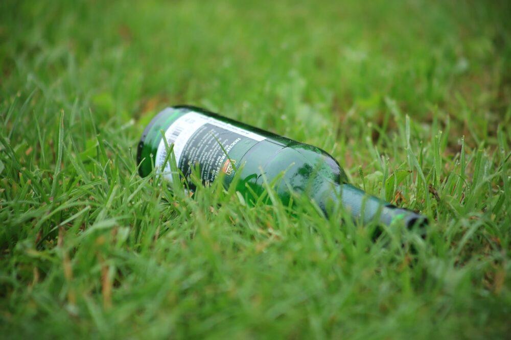 flaska - Vytváříte zahradní dekorace? Víme, jak rozřezat lahve jen za pomoci acetonu