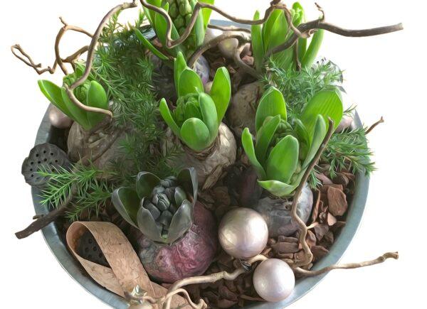 kos kvetin 600x435 - Vykouzlete si doma svěží atmosféru s jarními květinami v košíku
