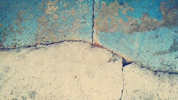 podaha 600x338 - Anhydritové podlahy jsou velmi oblíbené, v garáži nebo na terase vám však mohou udělat medvědí službu