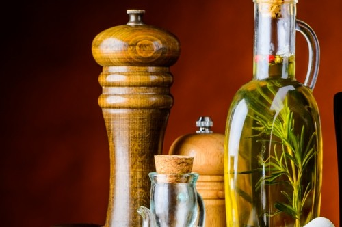 ocet z bylinek - Domácí bylinkový ocet je výborná přísada do jídla